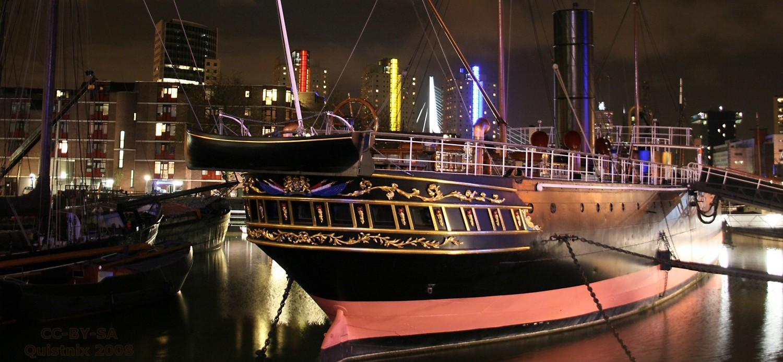 Rotterdam_-_Museumschip_Zr_Ms_Buffel_bij_nacht